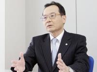 http://iishuusyoku.com/image/写真は同社社長。創業100周年に向け、同社の飛躍的発展・成長の基盤は「人づくり」であると考えています。そういった社長の考えから、人材育成には非常に力を入れている同社です。