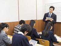 http://iishuusyoku.com/image/先生と生徒の距離が近く、1教室多くても20名まで。一人ひとりの生徒に寄り添って指導しています。