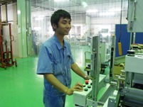 https://iishuusyoku.com/image/組立て・調整を行う工場内はクリーン。メカ、電気、製造と力を合わせ、装置を創り出していきます。