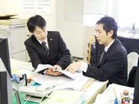 https://iishuusyoku.com/image/未経験でも大丈夫!入社後は先輩から、じっくりと仕事を覚えていってもらいます。その後も先輩社員がやさしく教えてくれるので安心して仕事に専念できます!
