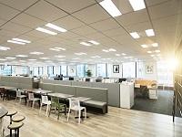 https://iishuusyoku.com/image/ワンフロアのオフィスで、いろんなセクションのメンバーと触れ合うことができる風通しの良いオフィスです。