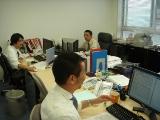 http://iishuusyoku.com/image/オフィスの3Fにある営業部事務所。みなさん和気藹々とした雰囲気の中で仕事をされています。
