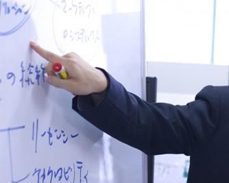 http://iishuusyoku.com/image/社長自ら研修を実地し、技術を伝授しています。プロジェクトへの希望や将来像の相談にも直接応じ、成長にふさわしいキャリアプランを一緒に考えています。