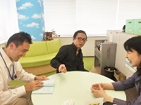 https://iishuusyoku.com/image/社内に併設される休憩スペース。気になった本の話題など、雑談から始まるコミュニケーションも盛んです!