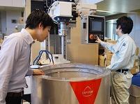 https://iishuusyoku.com/image/研修の様子。先輩や上司の指導も丁寧で、実際の研磨機を使用して研修するので、未経験の方も安心です。