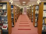 http://iishuusyoku.com/image/オフィスの2Fにある資料室。世界各国の新聞・業界誌・専門誌が並んでいます。