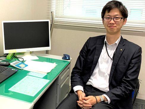 https://iishuusyoku.com/image/社内各部署の業務効率化に取り組んでいただきます。考える作業も多く、新しい知識を学ぶことも多いお仕事です。がんばりが認められれば、20代で役職に就くこともあります。(写真は上司となる上長です。)