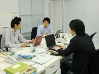 https://iishuusyoku.com/image/どのようにプロモーションを行っていくか。社内で意見交換を行いアイデアを出していきます!