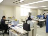 https://iishuusyoku.com/image/すっきりと広々とした社内。印刷工場も併設しているビルですので、実際の現場も見れます!