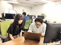 https://iishuusyoku.com/image/すぐに相談でき、意見を出し合える距離の近さ。大手出身や起業経験を持つメンバーなど、優秀な先輩が揃う環境も刺激になりますね。