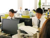 https://iishuusyoku.com/image/社内の横のつながりが強く、情報を共有したりアドバイスをもらったり。だからこそ、お客様に有益な情報を提供できるのです。