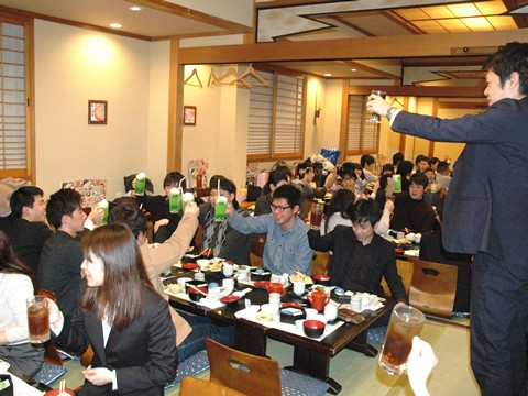 http://iishuusyoku.com/image/講師同士の仲が良く、アットホームな雰囲気なのは大きな魅力の1つ。また研修体制は特に力を入れており、未経験の方も安心して成長できる環境が整っています。