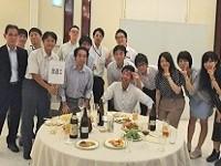 年に数回お客様先で仕事をしている社員を集めた懇親会を開催。食事やお酒を飲みながら、社員同士の親睦を深めます。