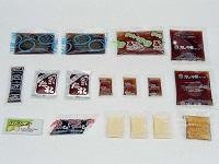 https://iishuusyoku.com/image/ラーメンの液体スープ、餃子のラー油、お刺身の醤油、シュウマイの練りからし。見覚えのある商品ばかりですね!