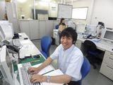 https://iishuusyoku.com/image/こちらは社内の様子です。写真はいい就職プラザから入社されたT君。社風はとてもアットホームで、営業マン同士ご飯に行く機会も多いのだとか♪