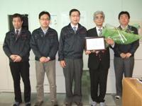 http://iishuusyoku.com/image/定年を迎える社員をお祝いした時の一コマ。平均勤続年数も長く、腰を据えて長く働くことができる環境です。