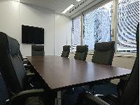 https://iishuusyoku.com/image/綺麗な会議室。オフィスは東京の真ん中なので通勤もラクチンです。