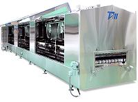 一度に大量の食品を冷凍する際に使用される、連続急速冷凍・冷凍装置。同社は、このトンネルフリーザーと呼ばれる装置のパイオニアです。