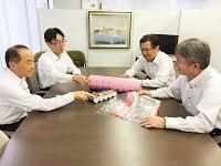 https://iishuusyoku.com/image/日進月歩で進む包装資材の機能。新技術が開発されれば、その可能性について営業メンバーで日々勉強を重ねます!