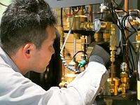 病院での「安全・安心」のために。医療ガス供給設備を元とした技術兼営業の集団です。