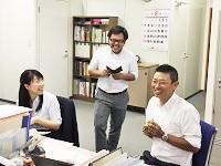 https://iishuusyoku.com/image/和やかな雰囲気の社内。明るいメンバー が揃い、時には談笑することも!