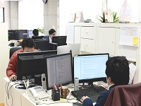 https://iishuusyoku.com/image/仕事のしやすさと効率を第一に考えた快適な環境で、伸び伸びと開発に取り組んでいただけます!