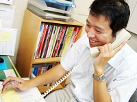 https://iishuusyoku.com/image/営業が受注した後のお客様対応や各種事務手続きを「営業サポート」の先輩たちがしっかりと守ります!