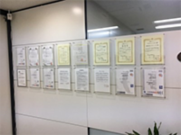 https://iishuusyoku.com/image/毎年、社内でもっとも貢献した社員を表彰するという取り組みも行っているため、モチベーション高く働くことができます!