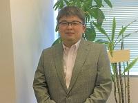 https://iishuusyoku.com/image/優しい笑顔が印象的な社長。実は現役エンジニア!エンジニアの気持ちがわかるからこそ、エンジニアが働きやすい環境にこだわります。