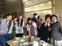 https://iishuusyoku.com/image/BBQでは部署の垣根を超え、皆で交流を楽しんで盛り上がっています!