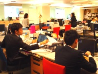 http://iishuusyoku.com/image/社長もマネージャーも社員も同じフロアで働くフラットな雰囲気。若手社員も活躍中です!