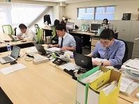 社内外の人とのやりとりも多く、幅広い業務を行うことができます。
