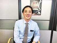 https://iishuusyoku.com/image/笑顔の優しい社長。経験は不問です。明るくフットワークの軽い方であれば、活躍できる仕事ですよ!