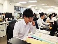 "https://iishuusyoku.com/image/若手社員が多く、明るさと活力に満ちている社内。クライアントに""自分を売り込む""のが同社の営業スタイルです!"