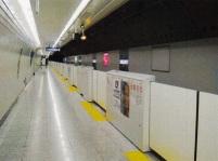 鉄道関係では、地下鉄のホームドア設置やエレベーター塔増設、改修事業における構造設計を担当しています。