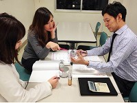 https://iishuusyoku.com/image/商品の使い方や特徴の説明、キャンペーンの案内などについて、営業同士でロールプレイングすることもあります。