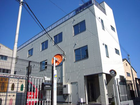 大阪本社の外観です。転勤もありませんので、地元で長く働きたい、という方にオススメです。