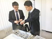 https://iishuusyoku.com/image/入社後は、医療に関する基礎知識、病院の基礎や歩き方、インプラントや手術機器について先輩が親身に指導します。
