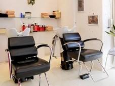 https://iishuusyoku.com/image/理美容業界では、「髪に優しい弱酸性ヘアカラー剤」が圧倒的な支持を集め 多数のサロンで同社製品が導入されています。