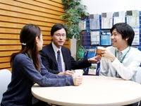 https://iishuusyoku.com/image/IT業界では3年で30%が離職とよく言われていますが、 F社では3年後の定着率95%以上。皆さんと一緒にじっくりとキャリアを形成していく、そういったF社の環境だからこそ低い離職率となっています。