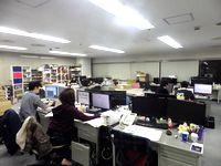 https://iishuusyoku.com/image/オフィスの様子です。発想を活かせる自由な社風から、過去にないシステムを生み出してきました。エンジニア全員に大きな裁量が与えられるオープンでフラットな環境です。