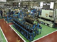 ユーザーの工場に密着した6つの自社工場を展開。滋賀工場には機能検査を行う最新鋭の設備が揃います。