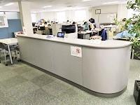 https://iishuusyoku.com/image/オフィスエントランス。親会社の横浜営業所と同じオフィスなので、働く環境は充実しています!
