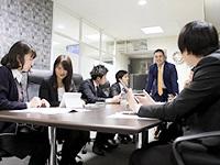 https://iishuusyoku.com/image/物件情報を仕入れたら、施工にかかる費用や収支、相場などを計算し、用地を購入するか否か、社内で協議を重ねていきます。