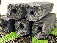 https://iishuusyoku.com/image/竹のオガクズを成型した竹オガ炭。火力が強くて火持ちが良く、木材を使わず森林破壊が無く自然にやさしい炭です。