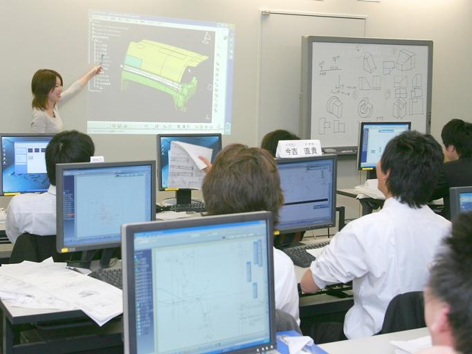 https://iishuusyoku.com/image/未経験の方は、先輩について少しずつ業務を覚えていきます。現役の大学の講師の方からの研修にも参加可能です!