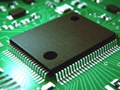 https://iishuusyoku.com/image/「表面処理」の技術は、自動車、航空宇宙、電子分野の様々なメーカーに必要なものです。みなさんが良く知る世界的な大手企業も同社の技術によってものづくりをおこなっているんです!