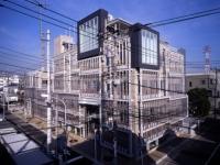 横浜にある本社ビル!有名なデザイナーが設計された全面ガラス貼りのオシャレなオフィスです!