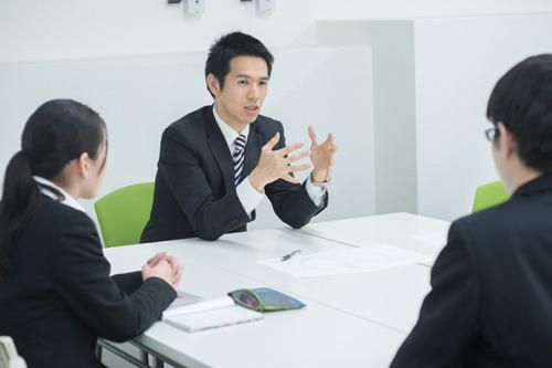 Q.公務員試験が終わり民間就職に切り替える際、どうやって就職活動をしたらいいでしょうか?